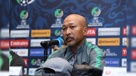 Pelatih Timnas U-16 Fakhri Husaini dalam konferensi pers jelang Iran vs Indonesia di Piala Asia U-16 2018. - INDOSPORT