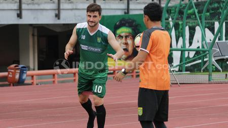 Robertino Pugliara latihan bersama Persebaya Surabaya. - INDOSPORT