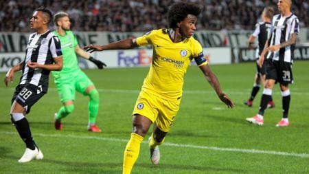 Willian berselebrasi usai mencetak gol ke gawnag PAOK. - INDOSPORT