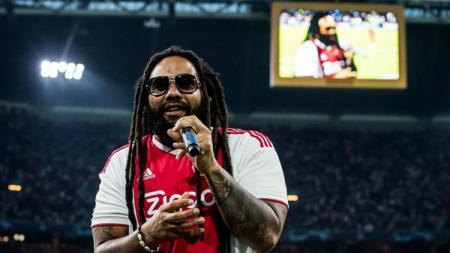Anak dari legenda musik reggae Bob Marley, Ky-Mani Marley, memeriahkan pertandingan Ajax Amsterdam vs AEK Athena di Liga Champions 2018/19. - INDOSPORT