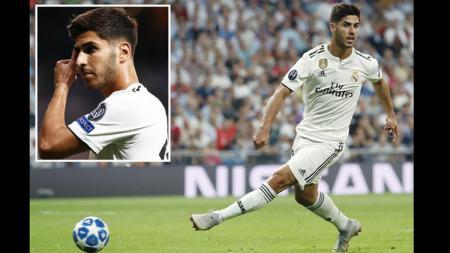 Marco Asensio yang mencoba gaya Roberto Firmino saat mencetak gol tanpa melihat gawang. - INDOSPORT