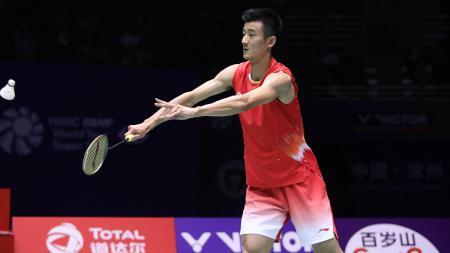 Tidak ikut Thailand Open, eks pelatih bulutangkis Denmark Steen Schleicher curiga jika bintang China Chen Long sedang merencanakan pensiun. - INDOSPORT