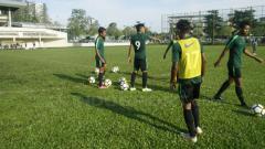 Indosport - Suasana latihan Timnas Indonesia U-16.