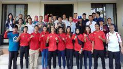 Indosport - Imam Nahrawi dan Atlet Indonesia mengunjungi Lombok, Nusa Tenggara Barat.