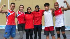 Indosport - Aries, Aspar, Puji, bersama para atlet lain peraih medali.