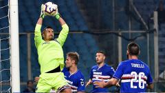 Indosport - Emil Audero Mulyadi mengamankan gawang Sampdoria.