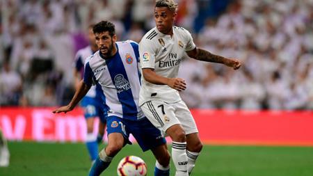 Real Madrid mencoba menggoda Newcastle United, sang sultan baru Liga Inggris, untuk mau membeli striker gagalnya. - INDOSPORT