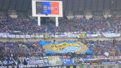 Indosport - Bobotoh memenuhi tribun dalam pertandingan Persib vs Persija.