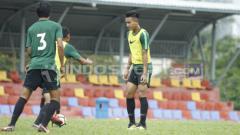 Indosport - Brylian Adama terlihat sudah kembali berlatih.