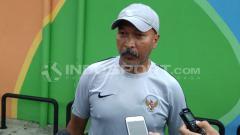 Indosport - Coach Fakhri Husaini memberikan keterangan setelah latihan.