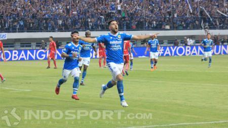 Jonathan Bauman merayakan golnya ke gawang Persija. - INDOSPORT