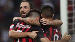 Indosport - Gonzalo Higuain berselebrasi usai memcetal gol ke gawang Atalanta.