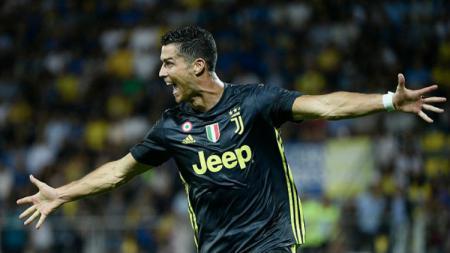 Selebrasi Ronaldo usai cetak gol ke gawang Frosinone. - INDOSPORT