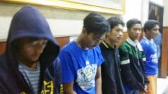 Indosport - Para terduga pelaku pengeroyokan Jakmania Haringga Sirilia  hingga tewas.