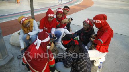 Suporter Indonesia di Stadion Bukit Jalil untuk menyaksikan laga Piala Asia U-16 2018. - INDOSPORT