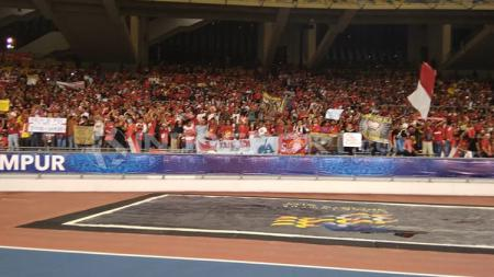 Suporter Indonesia sudah memenuhi stadion Bukit Jalil. - INDOSPORT