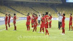Indosport - Penggawa Timnas U-16 menyapa suporter yang hadir di Stadion Bukit Jalil.