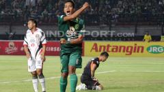 Indosport - Pemain Persebaya, Misbakus Solikin.