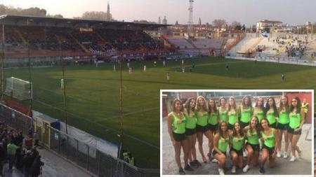 Klub Vicenza Virtus diprotes keras setelah menggantikan ballbou dengan gadis seksi - INDOSPORT