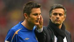 Indosport - Pelatih Chelsea, Frank Lampard, menghadirkan karakter 'Jose Mourinho' saat skuatnya menjalani sesi latihan