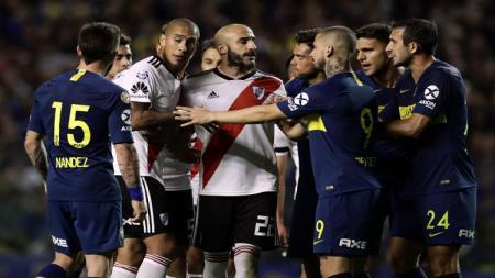 Hantu legenda Argentina, Diego Maradona dianggap jadi penyelamat Boca Juniors di laga Superclasico Argentina lawan River Plate. - INDOSPORT