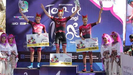Tim St Geroge Continental Cycling berhasil sapu bersih etape pertama. - INDOSPORT