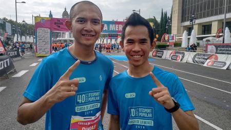 Gerry Salim dan Dimas Ekky Sejenak Tinggalkan Balapan dan Ikut 'La Cursa de la Mercè' lomba lari sejauh 10 km di Barcelona. - INDOSPORT