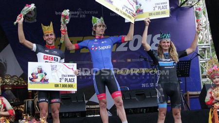 Tim Asal Malaysia Sapura Cycling Berhasil Juara Etape Ketiga. - INDOSPORT