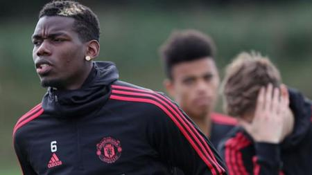 Paul Pogba saat sesi latihan Manchester United. - INDOSPORT