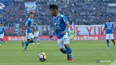 Indosport - Aksi Ghozali Siregar, penyerang Persib Bandung, dalam pertandingan Liga 1.