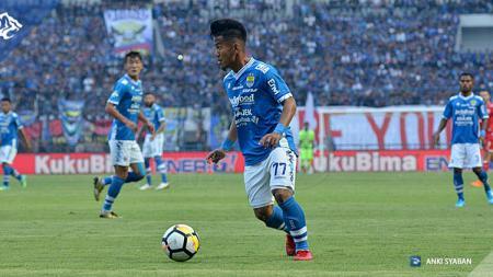 Bintang Persib Bandung, Ghozali Siregar, beraksi di laga Liga 1. - INDOSPORT