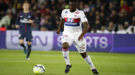 Gealndang serang Lyon, Tanguy Ndombele Menggiring Bola. - INDOSPORT