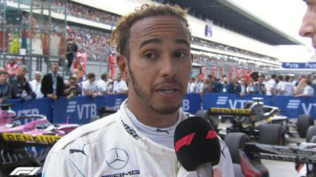 Lewis Hamilton mengatakan ada yang kurang dari kemenangan Mercedes sebagai juara konstruktor Formula 1 musim ini, yakni sosok Niki Lauda. - INDOSPORT