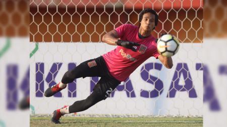 Kiper Borneo FC Muhammad Ridho Djazulie. - INDOSPORT