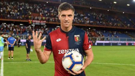 Krzysztof Piatek pemain Genoa. - INDOSPORT