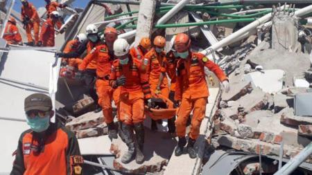 Tiga atlet paralayang asal Sulut korban tsunami belum ditemukan. - INDOSPORT