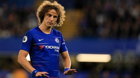 David Luiz, bek tengah Chelsea belum mau memberi jawaban terkait masa depannya di Chelsea. - INDOSPORT