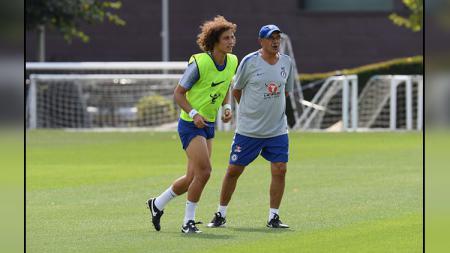 David Luiz dan Maurizio Sarri. - INDOSPORT