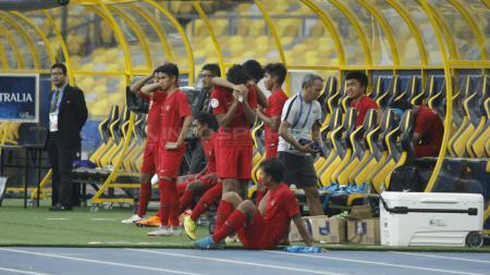 Tangis haru pemain Garuda Asia usai dikalahkan Australia. - INDOSPORT