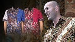 Indosport - Zinedine Zidane juga mengenakan busana batik.