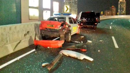 Mobil Polisi yang ditabrak oleh Land Cruiser yang dikendarai Marko Simic. - INDOSPORT
