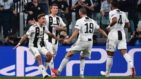 Skuat Juve merayakan gol Dybala - INDOSPORT