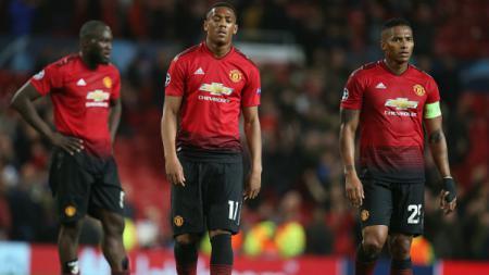 Para pemain Manchester United tampak kecewa gagal menang atas Valencia. - INDOSPORT