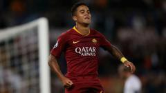 Indosport - Justin Kluivert selebrasi dalam laga AS Roma vs Plzen di Liga Champions.