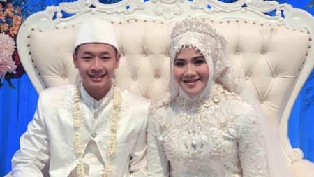 Pernikahan pasangan emas Asian Games 2018, Hanifan Yudani dan Pipiet Kamelia. - INDOSPORT