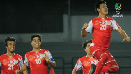 Selebrasi para pemain Tajikistan usai lolos ke final Piala Asia U-16 2018. - INDOSPORT