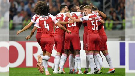 Para pemain Arsenal merayakan gol pertama - INDOSPORT