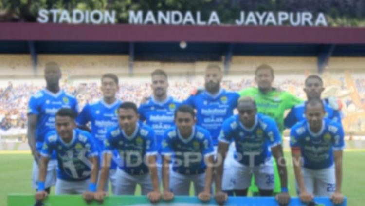 Skuat Persib Bandung di Stadion Mandala. Copyright: INDOSPORT