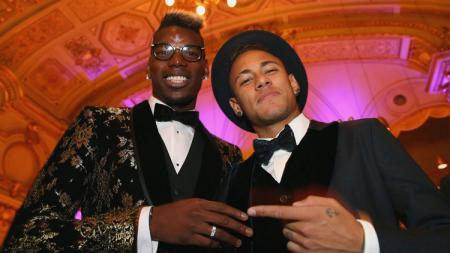 PSG ingin tukar Neymar dengan bintang Man United, Paul Pogba, namun ditolak oleh Ed Woodward. - INDOSPORT