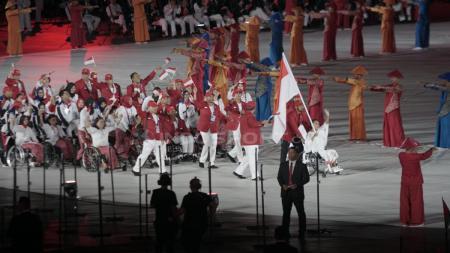 Kontingen Indonesia di pembukaan Asian Para Games 2018. - INDOSPORT